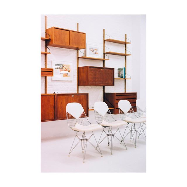 Compose your own wall unit by Poul Cadovius at our store. Hop in for more information, we'll be open without appointment from Thursday to Saturday.☕️