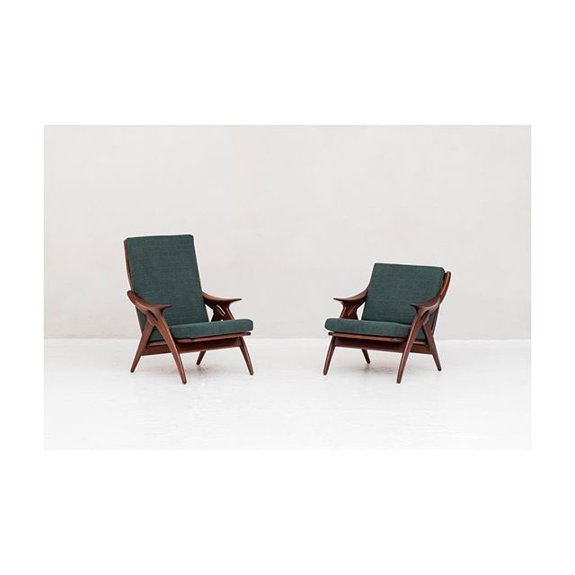 ♻️ Set easy chairs produced by De Ster Gelderland in the Netherlands around 1950. Beautifuly shaped design also reffered to as 'the knot'. 🏳️Check our website for more new updates.