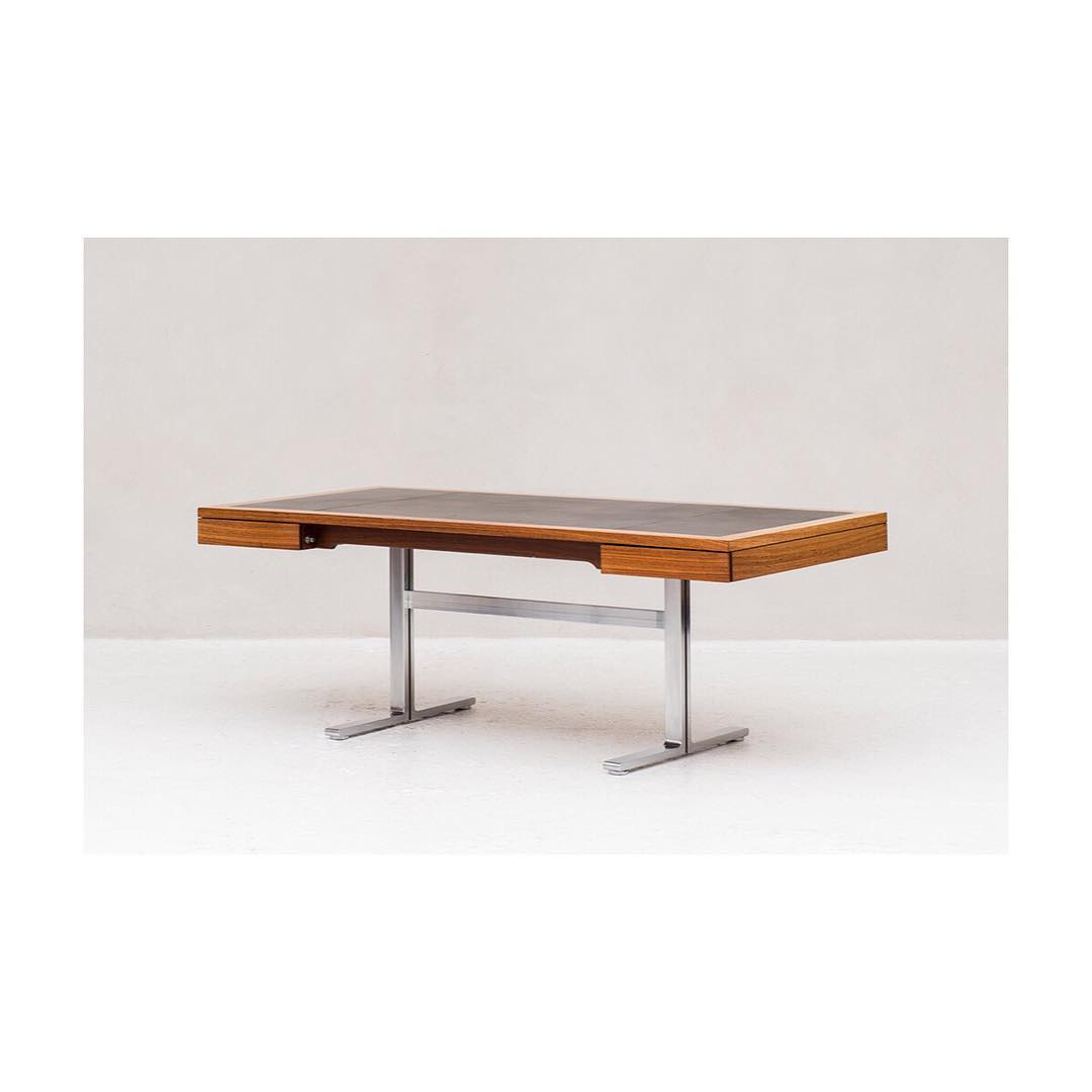 Large executive desk designed by Walter Knoll for the Art Collection series, Germany 1970. Desk in teak with a leather protective cover on the table top and 2 deep drawers. The whole floats on a T-shaped frame in chrome.