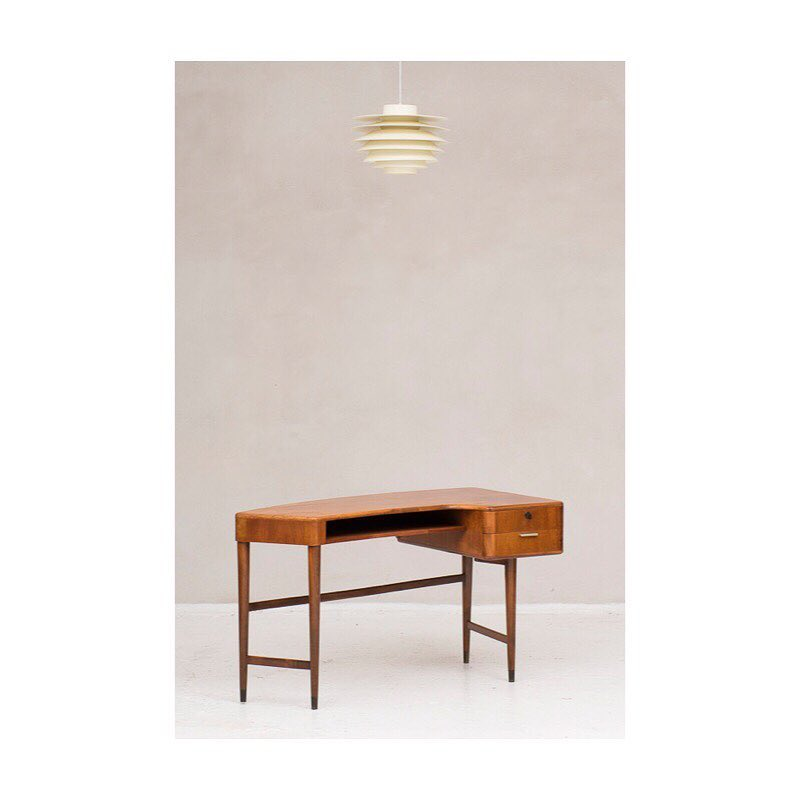 Rare writing desk by A. Patijn. €1650,- 〰️ 'Verona' pendant by Svend Middelboe for Nordisk Solar. €425,-