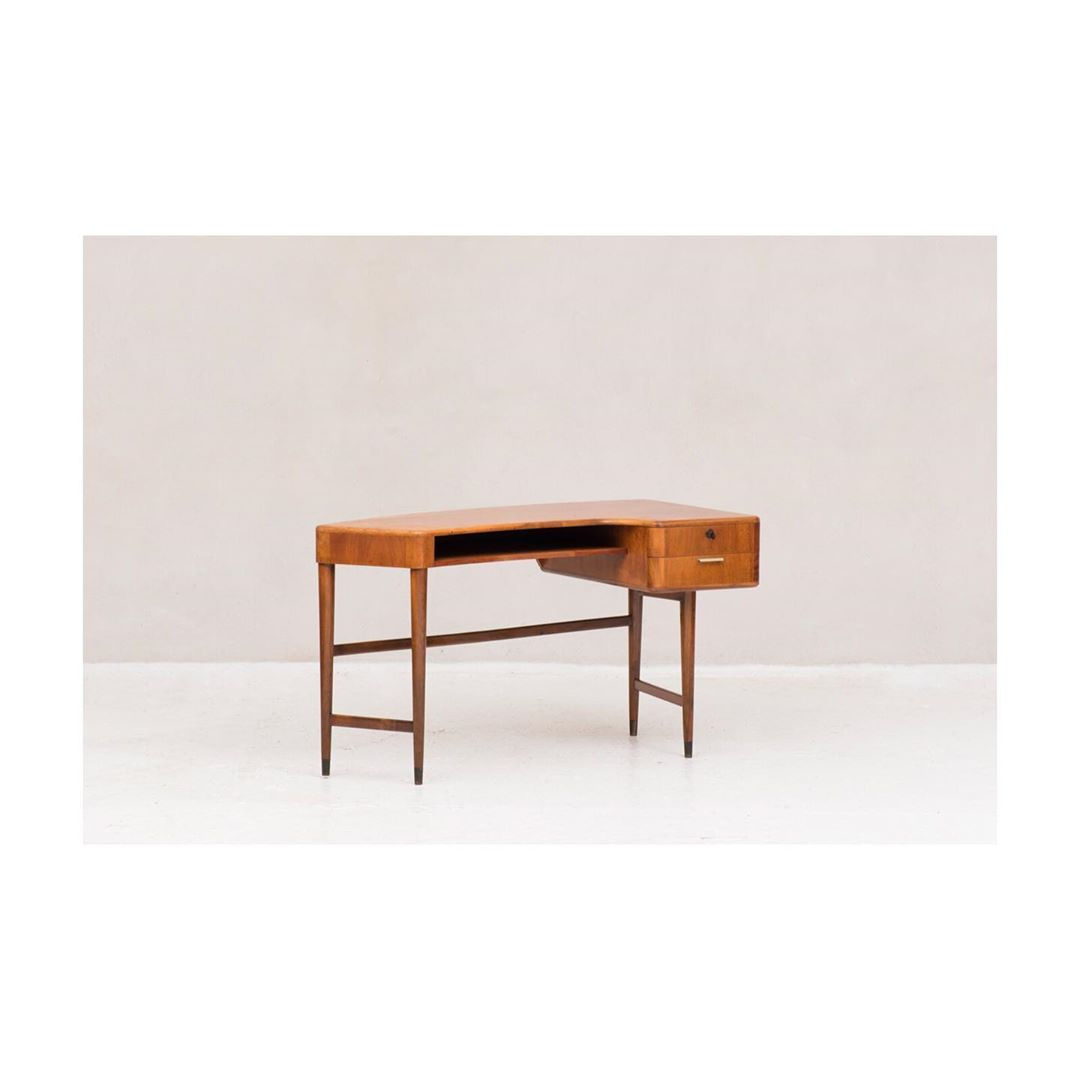 This writing desk by A. Patijn is part of our new update. Check out our website for more new pieces! ?